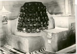 Kuchynský sporák s hlinenými kachľami